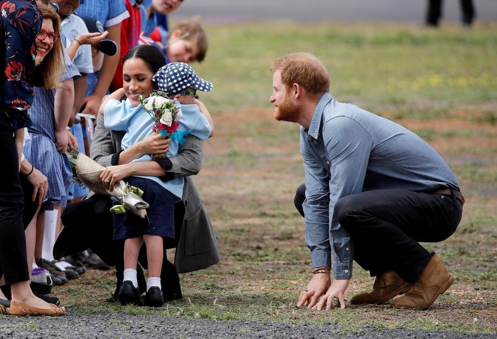 هاري وميجان يخلبان الألباب في بلدة استرالية
