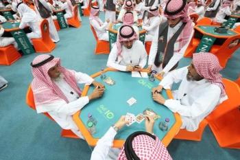 منافسات مثيرة في بطولة البلوت المقامة حاليا في الرياض.