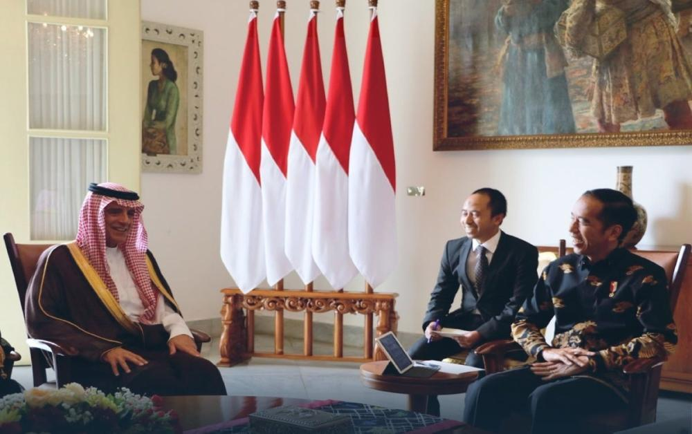 President Joko Widodo of the Republic of Indonesia received today (Monday) at the Presidential Palace in Bogor, Indonesia, Saudi Minister of Foreign Affairs Adel bin Ahmed Al-Jubeir.