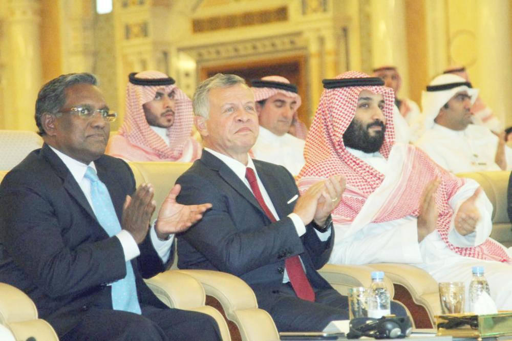 الأمير محمد بن سلمان وملك الأردن يشيدان بالمنتدى. (عكاظ)