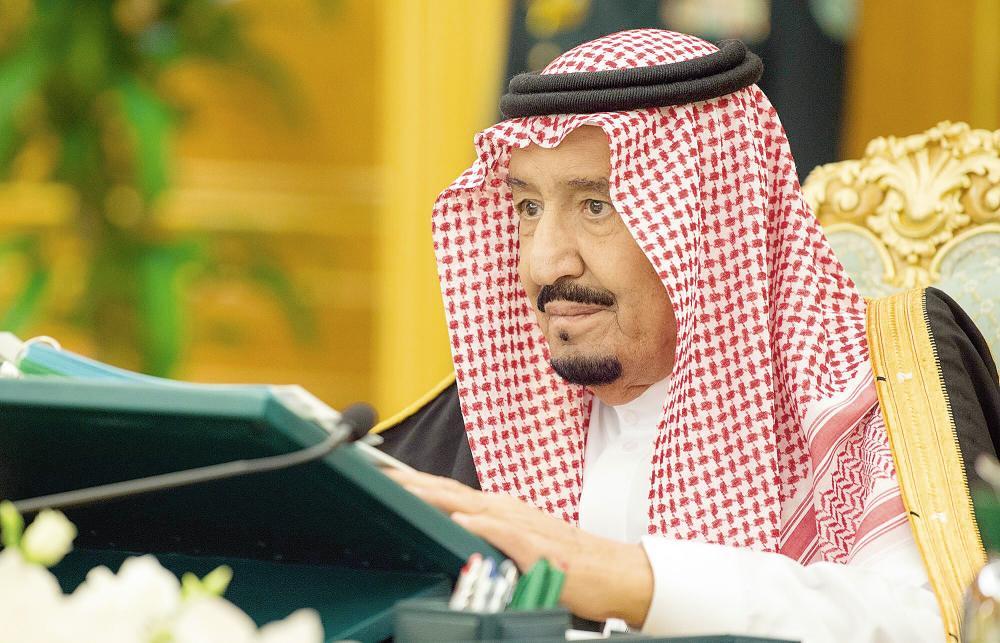 خادم الحرمين الشريفين مترئسا جلسة مجلس الوزراء أمس في الرياض (واس)