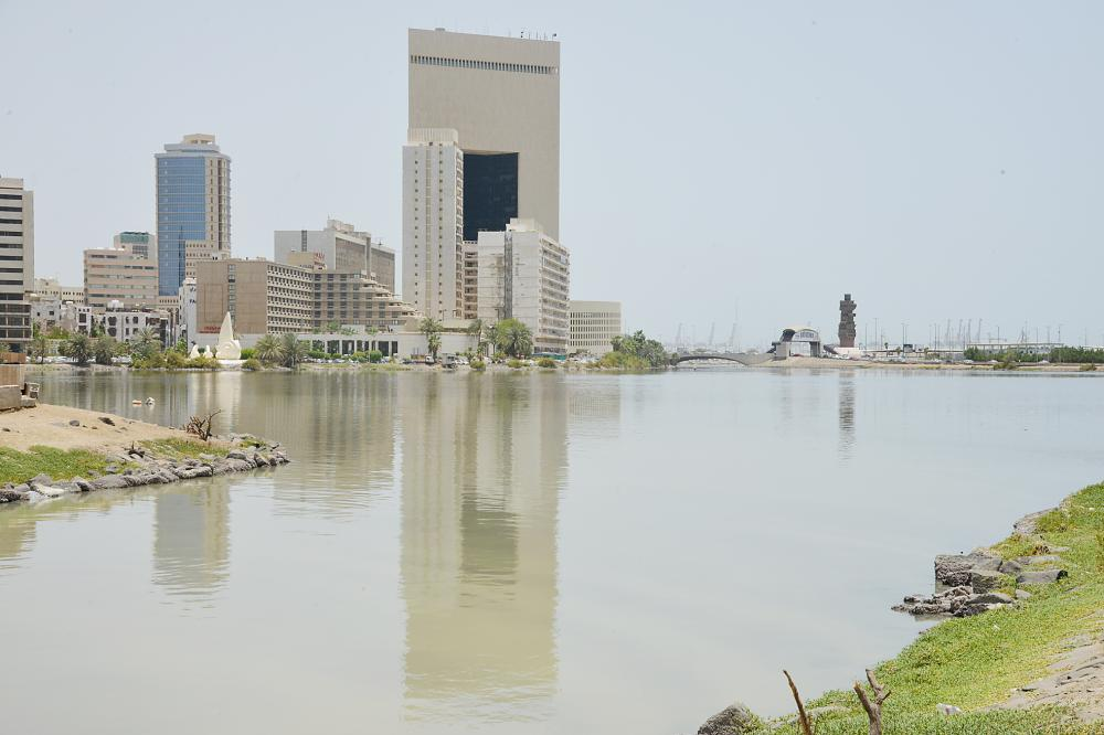 بحيرة الأربعين تعاني من التلوث في جدة.  (تصوير: عبدالسلام السلمي)