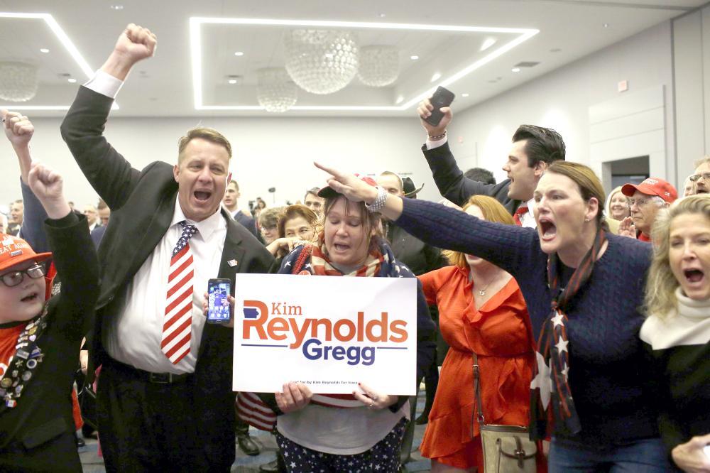 أنصار الحزب الجمهوري يهللون بعد اكتساحهم مقاعد مجلس الشيوخ الأمريكي أمس الأول. (أ ف ب)