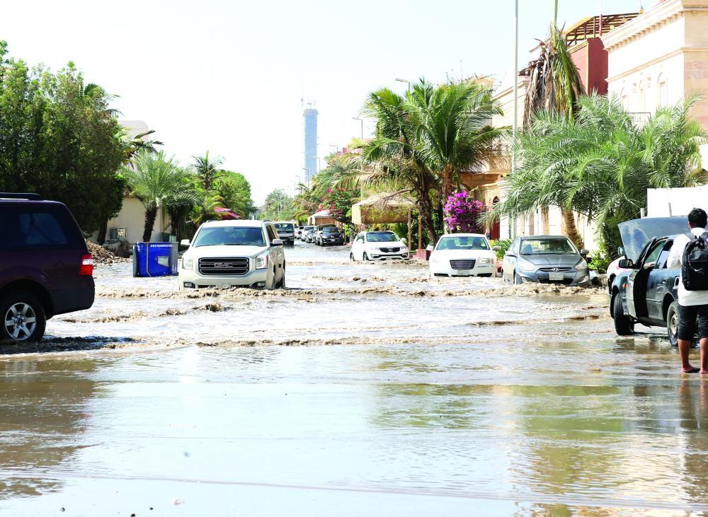 شارع في جدة غمرته مياه الأمطار. (تصوير: مديني عسيري)