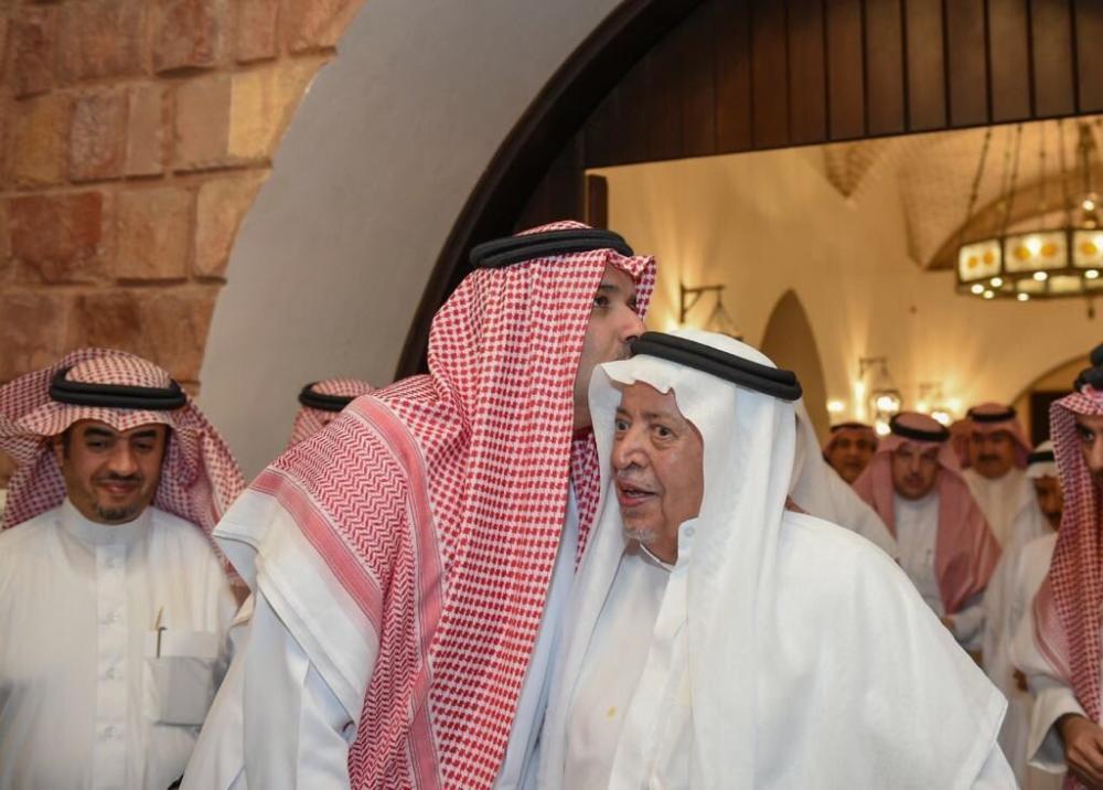 من هو سعد السديري الذي قبّل أميرُ المدينة رأسَه؟