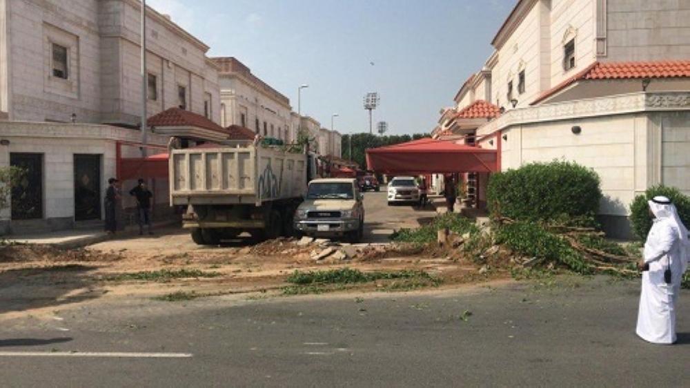 أمانة جدة تُعيد فتح شارع أغلقه مالك مخطط بحي الرحاب