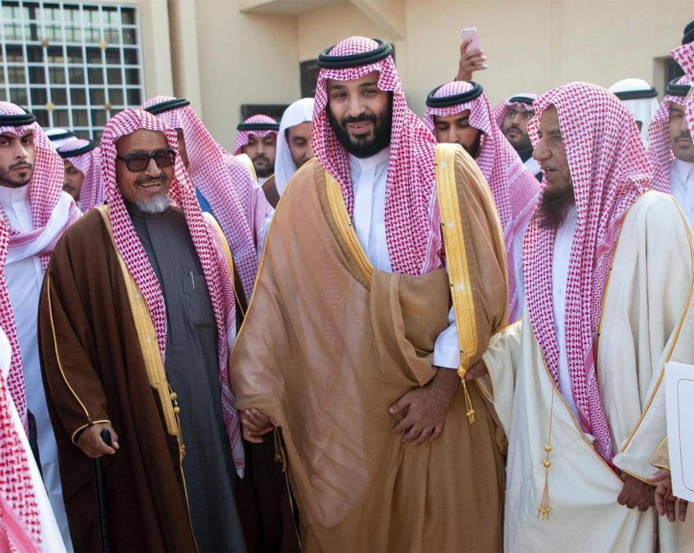 حزم سياسي وإنسانية قائد.. محمد بن سلمان «الأمير المُلهم»