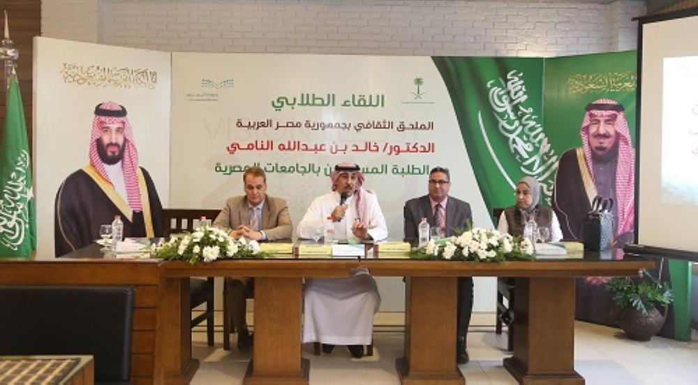 الملحق الثقافي بالقاهرة يتفقد الدارسين بجامعة المنصورة