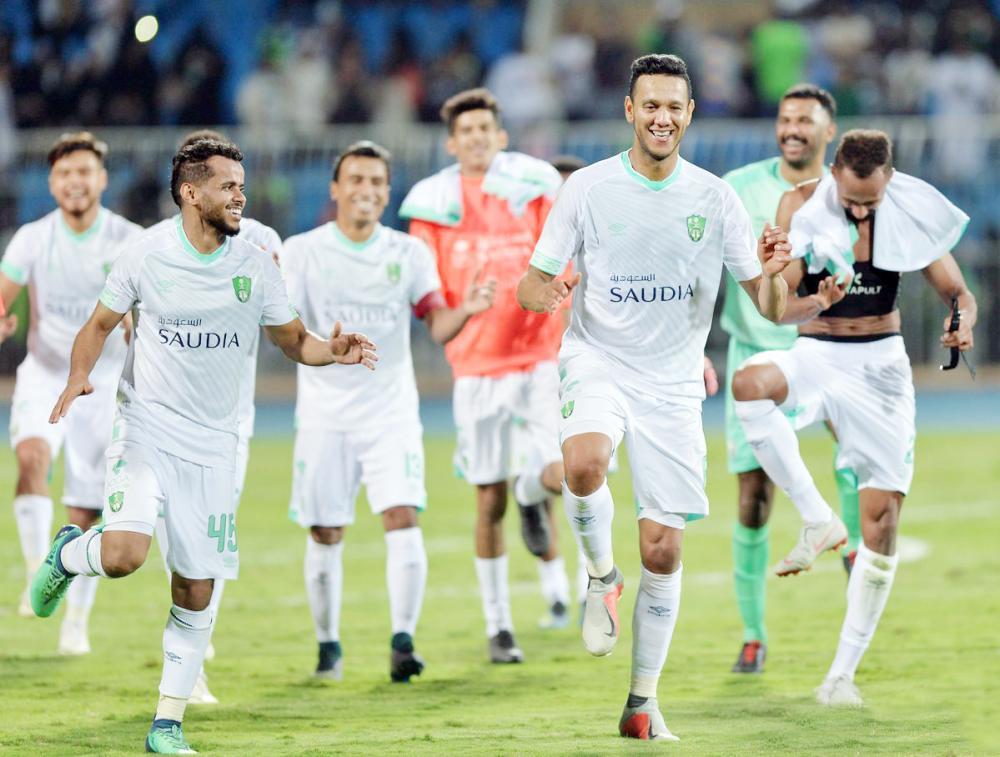 فرحة لاعبي الأهلي بعد الفوز على النصر.