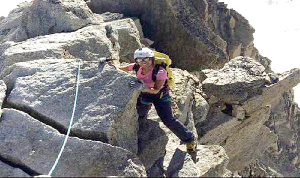 ياسمين القحطاني أول متسلقة للصخور والجبال في السعودية.