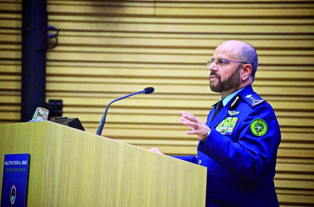 الفريق الرويلي متحدثا في المؤتمر الدولي للدفاع ضد «البالستية».