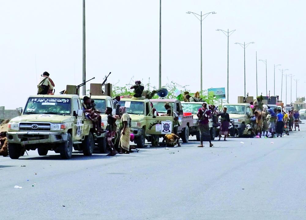 قوات يمنية في طريقها إلى داخل الحديدة. (أ.ف.ب)