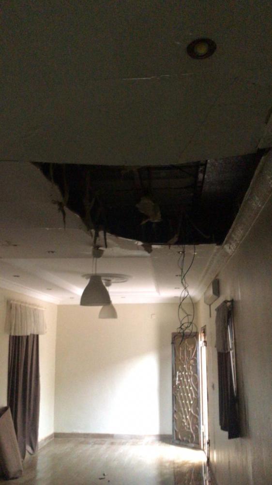 أمطار الليث تتسبب في سقوط سقف منزل شعبي وإصابة فتاة
