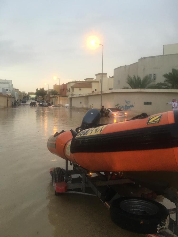 أمطار الرياض تتسبب باحتجاز 93 شخصاً و 71 مركبة