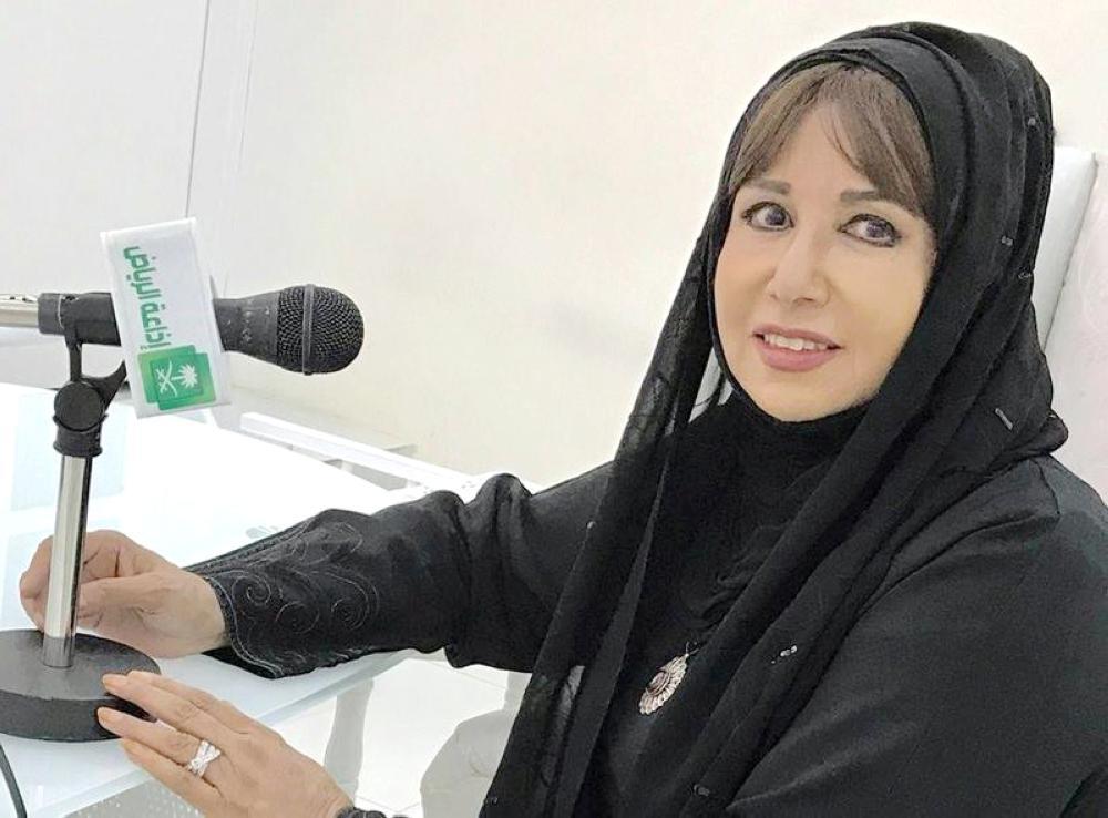 مريم الغامدي في استديو إذاعة الرياض.