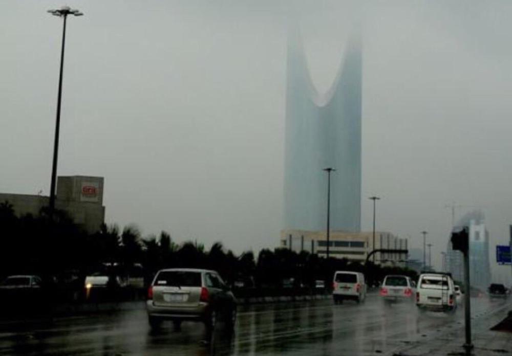 عدم استقرار جوي على غالبية المناطق.. وأمطار وبرد على الرياض