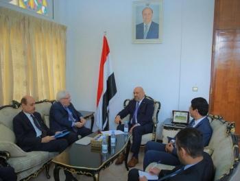 وزير الخارجية اليمني ملتقيا غريفيث
