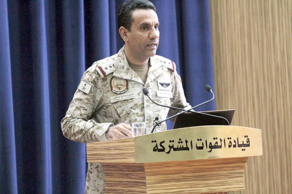 العقيد المالكي متحدثا في المؤتمر الصحفي.