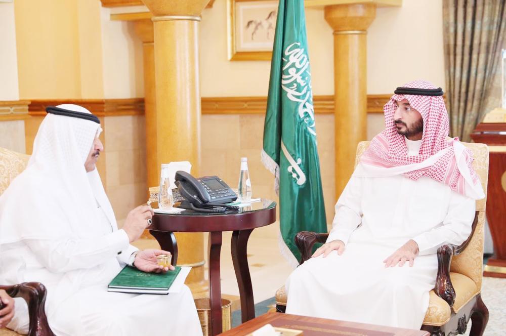 الأمير عبدالله بن بندر مستقبلا الدكتور الربيعي.