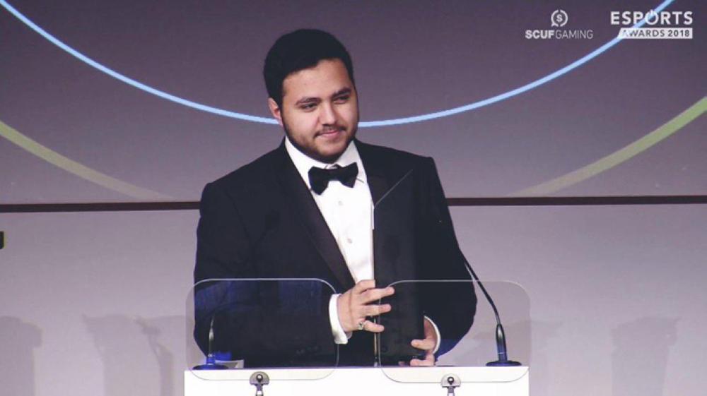البطل مساعد الدوسري يحصد جائزة أفضل لاعب في العالم للرياضات الإلكترونية