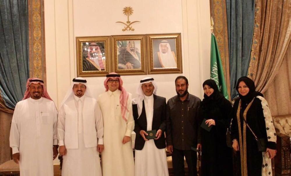 وليد بخاري يستقبل وفدا ًمن روّاد الفن التشكيلي السعودي