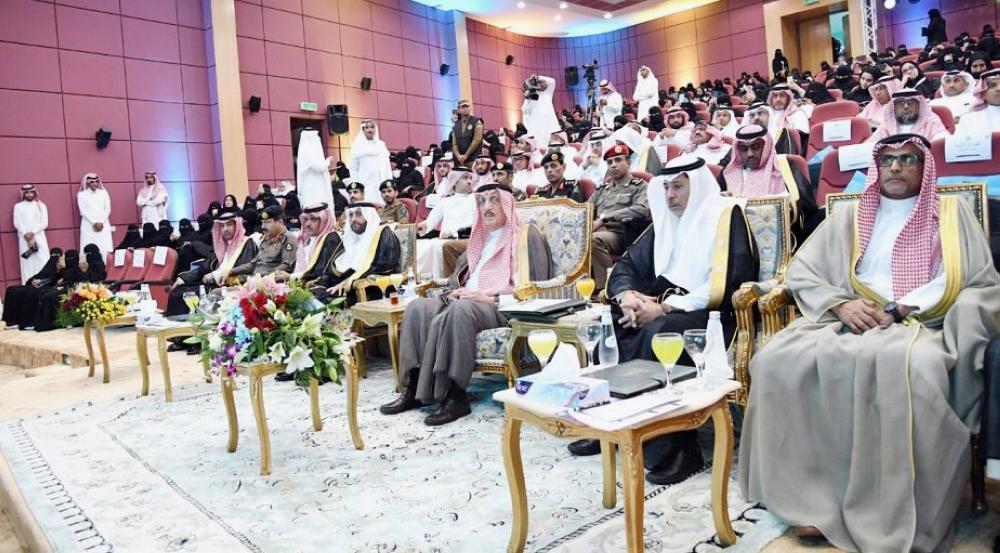 الأمير محمد بن ناصر أثناء حضوره ملتقى «القيادات النسائية - الدور والتنمية المستدامة».