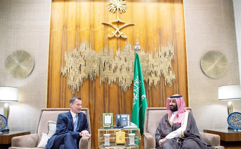 الأمير محمد بن سلمان مستعرضا مع جيرمي هنت، الشراكة السعودية البريطانية في مختلف المجالات. (واس)