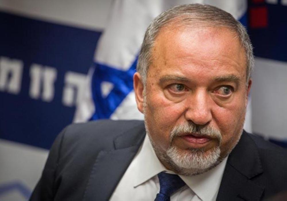 وزير دفاع الاحتلال يستقيل احتجاجا على التهدئة مع حماس