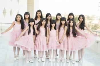 الفتيات المشاركات في مسرحية «ألف ليلة ونص».