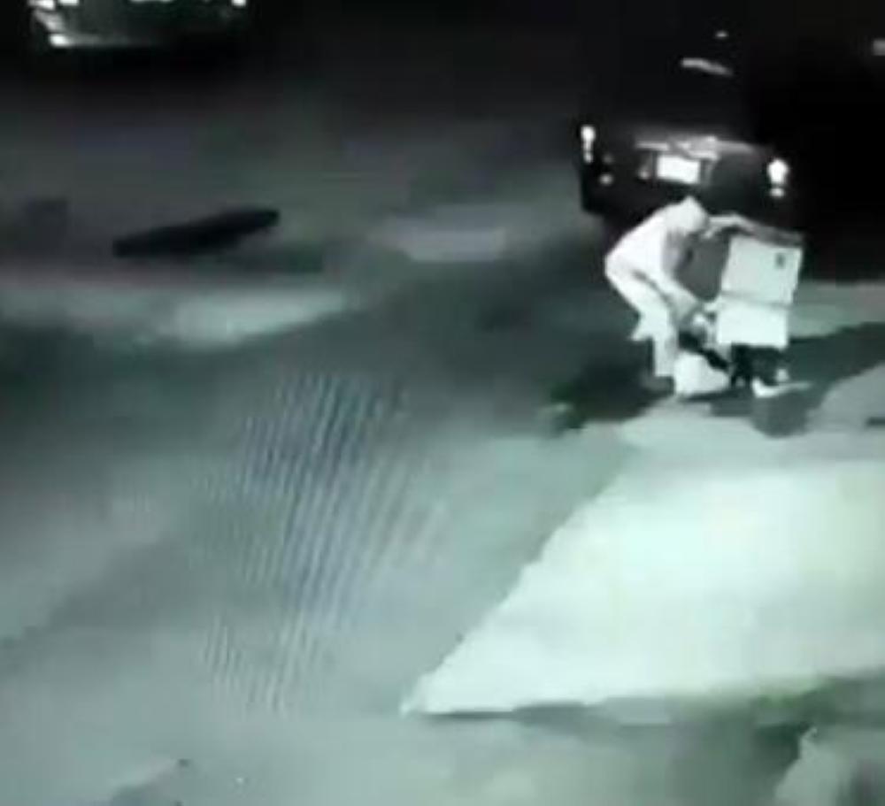 «أمانة الرياض»: إيقاف عمالة مفرغي النفايات أمام أحد المنازل