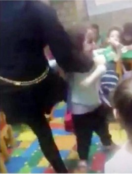 لقطة من الفيديو المتداول.
