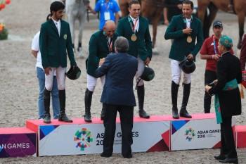 منتخب الفروسية يفوز بذهبية مسابقة الفرق في أسياد جاكرتا 2018.
