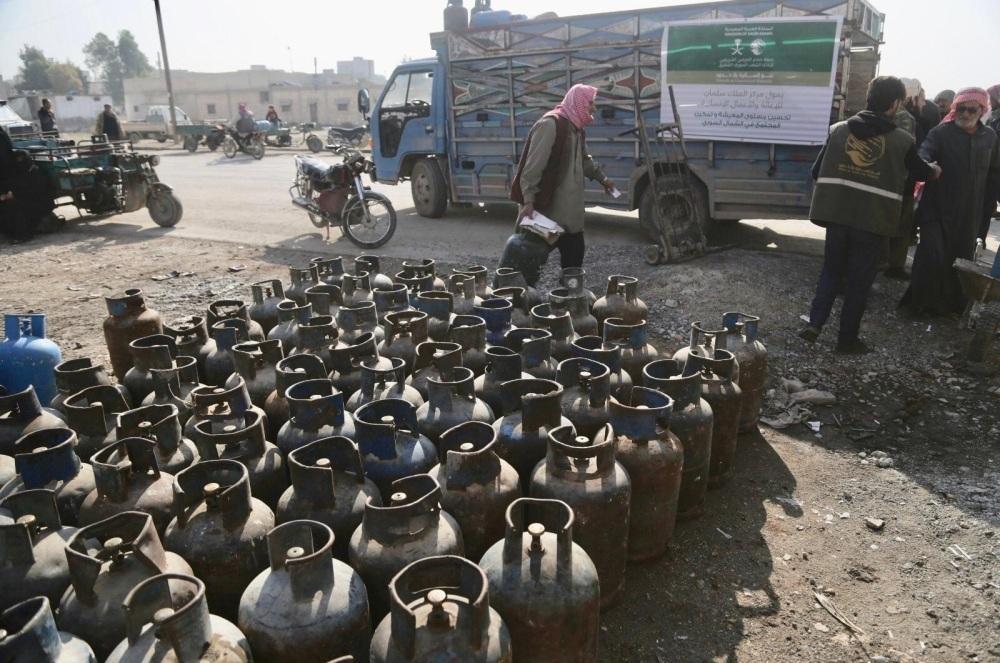 «سلمان للإغاثة» يوزع محروقات وأسطوانات غاز لـ175 ألف سوري