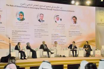 فيصل بن معمر متحدثا في القمة العالمية للتسامح في دبي.