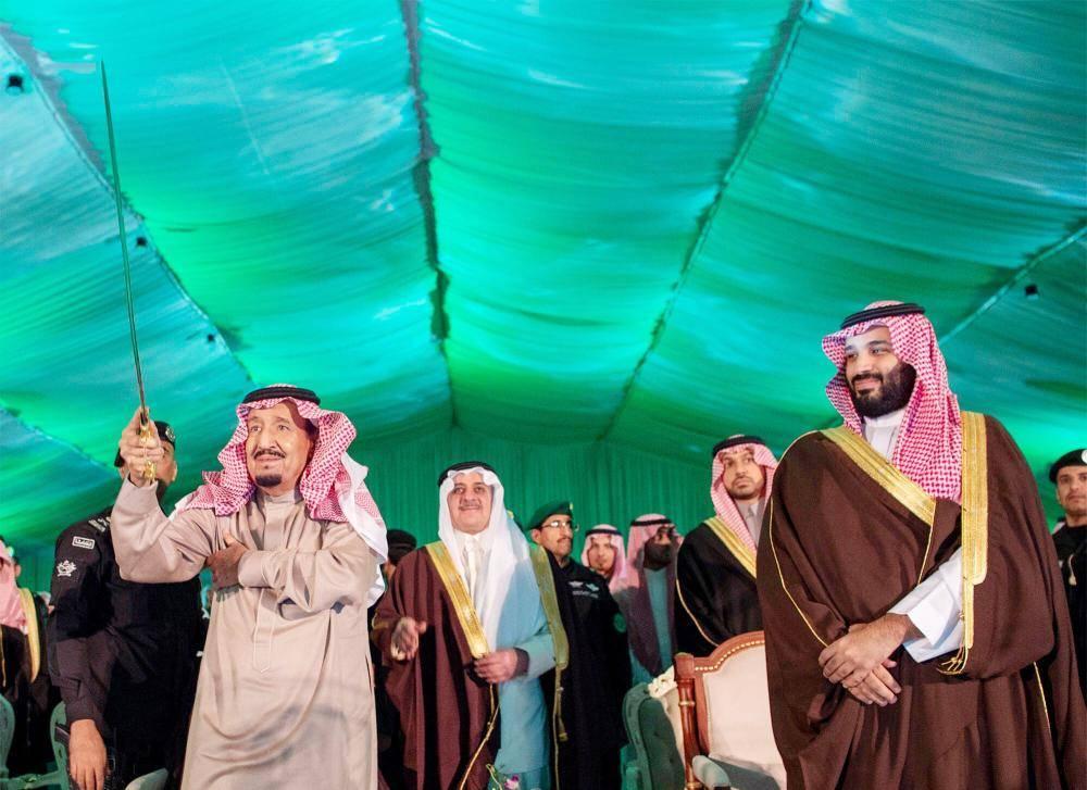 .. ومشاركا في العرضة السعودية.    (تصوير: بندر الجلعود Bandaralgaloud@)