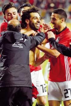 فرحة مصرية بالفوز على تونس.