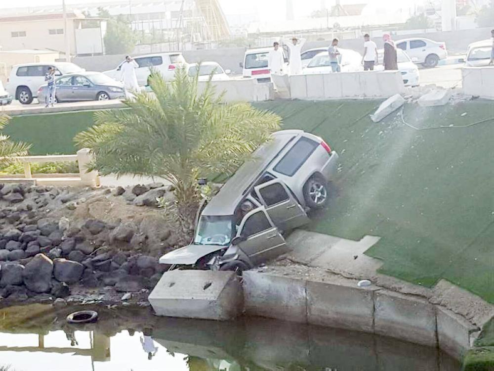 مركبة سقطت في ميدان البحيرة.