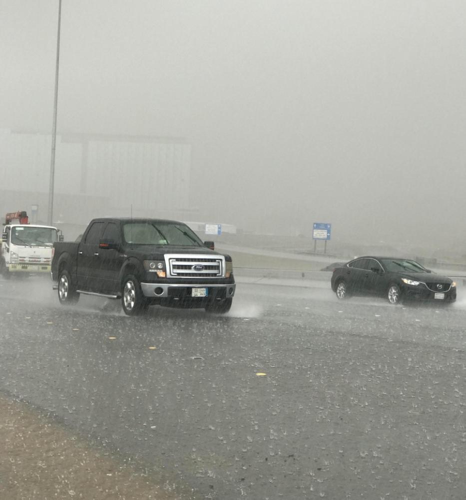 أمطار جدة تسبق الطلاب إلى المدارس