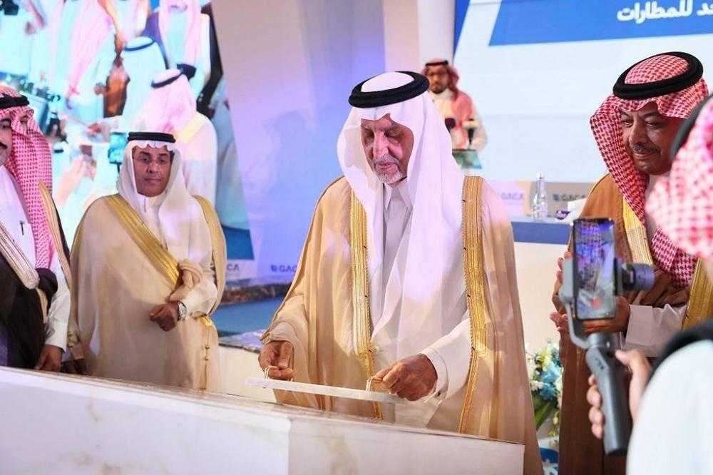الأمير خالد الفيصل يضع حجر أساس مشروع مطار القنفذة