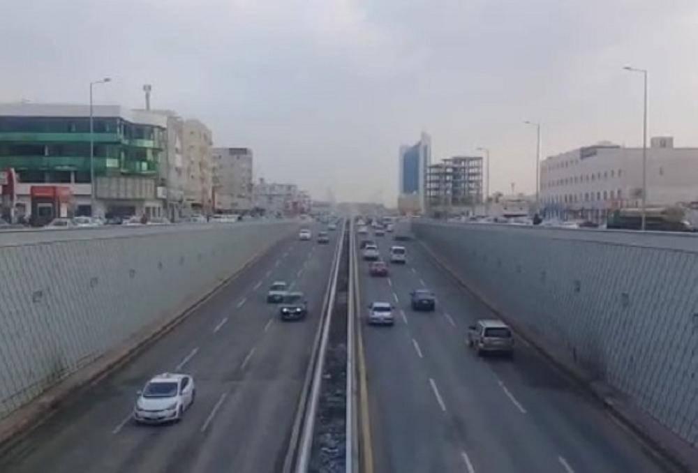 نفق طريق الأمير ماجد تقاطع شارع فلسطين بعد سحب تجمعات مياه الأمطار وفتحه للحركة المرورية