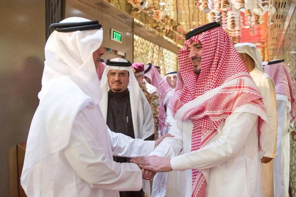 وزير الداخلية الإماراتي يغادر الرياض