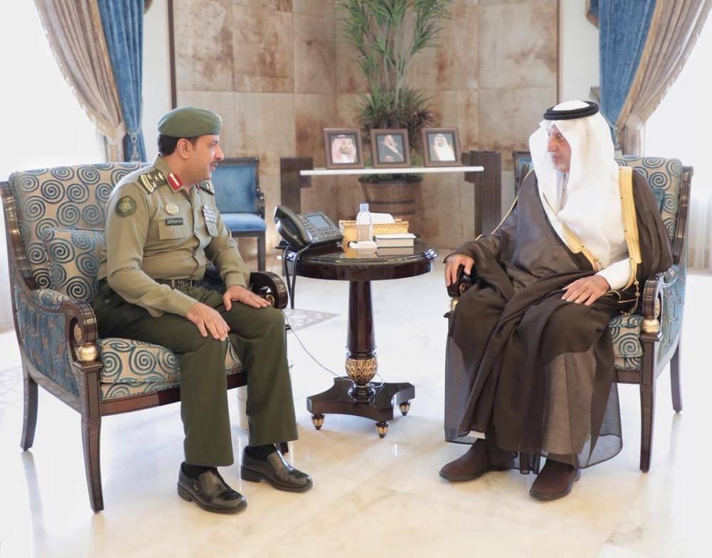 الأمير خالد الفيصل يستقبل مدير الجوازات