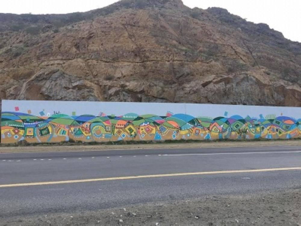 بلدية بارق تُزيِّن شوارعها بالفنون التشكيلية