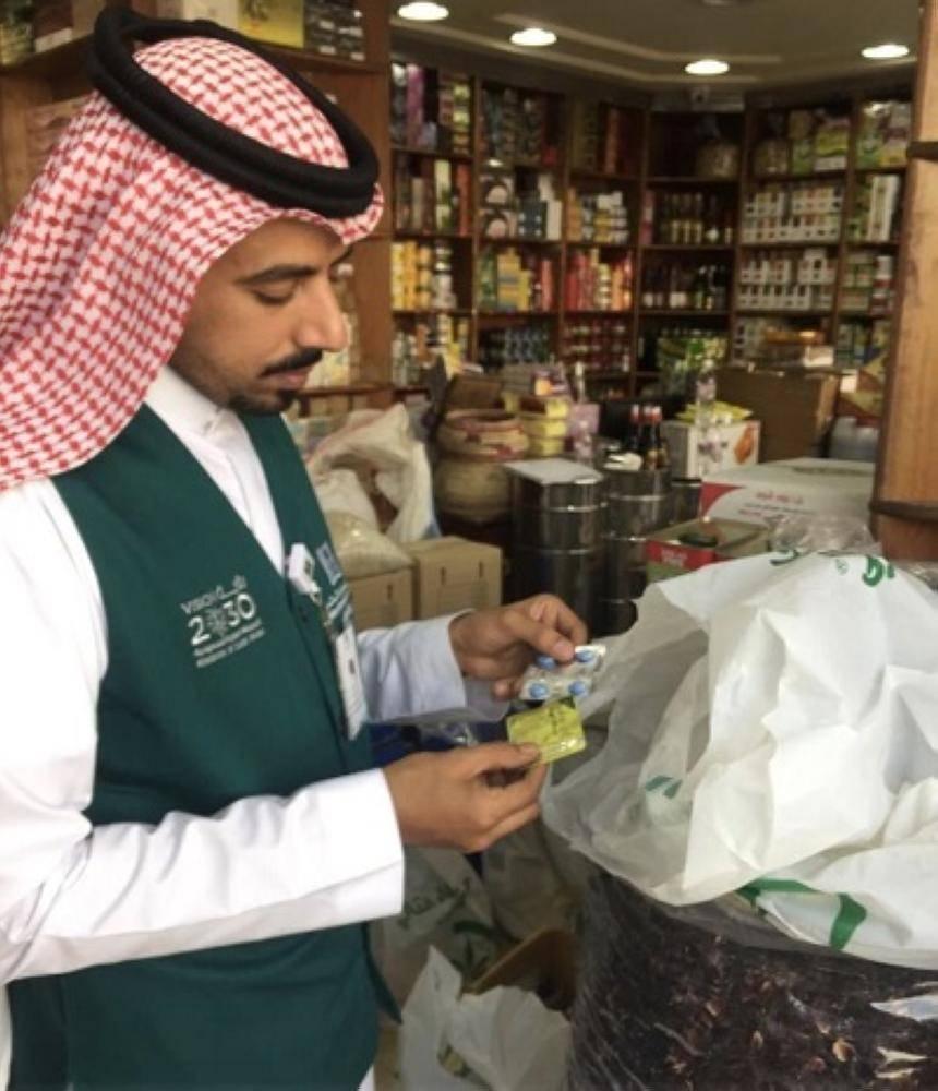 ضبط 201 ألف علبة دواء تحمل ادعاءات طبية في جدة