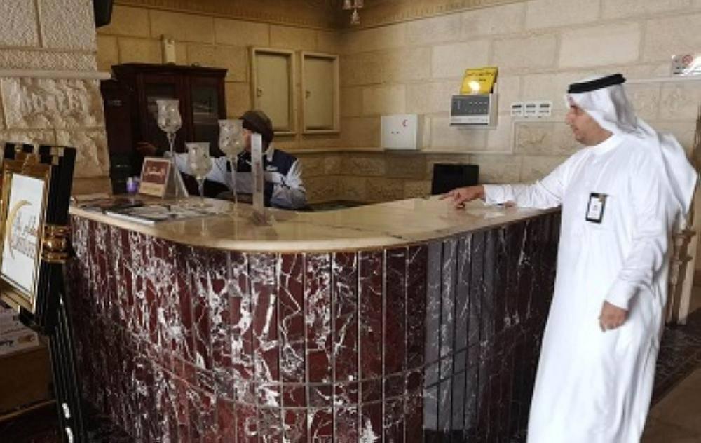 آل زايد يقوم بجولة تفتيشية على دور الإيواء السياحي بالطائف