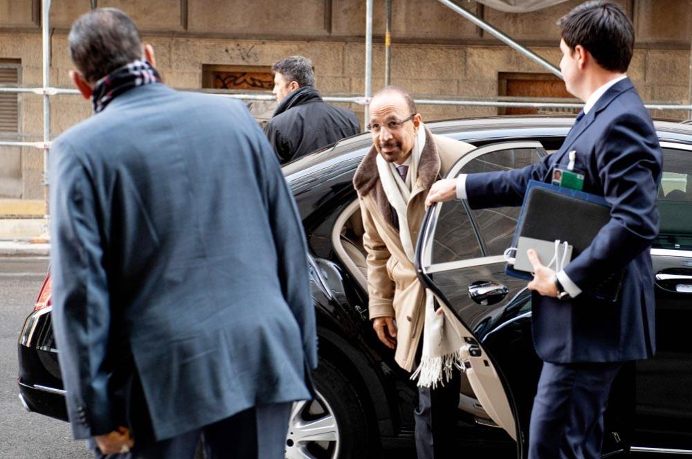 وزير الطاقة خلال وصوله مقر «أوبك» في فيينا.