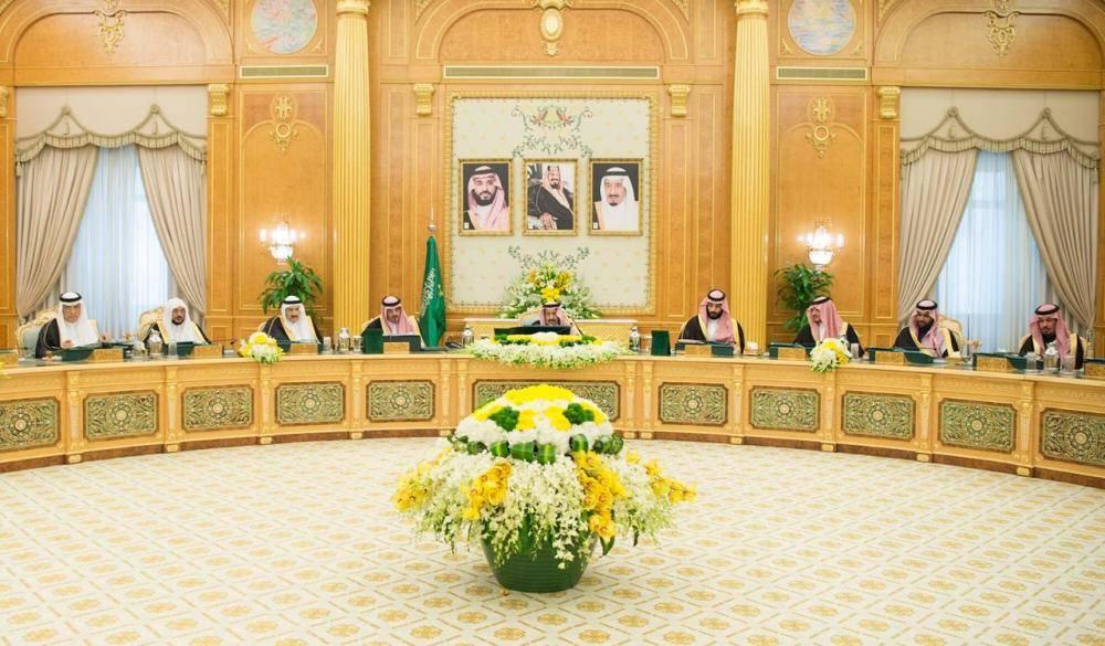 الملك سلمان وولي العهد وعدد من الوزراء في جلسة المجلس