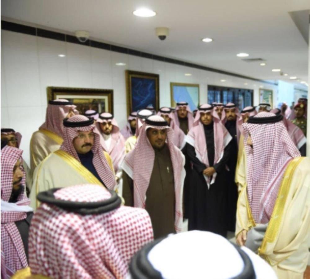 «فيصل بن خالد» و نائبـه يلتقيان الشديدي وبن خزيم المتنازلَيْن عن قاتلا ذويهما