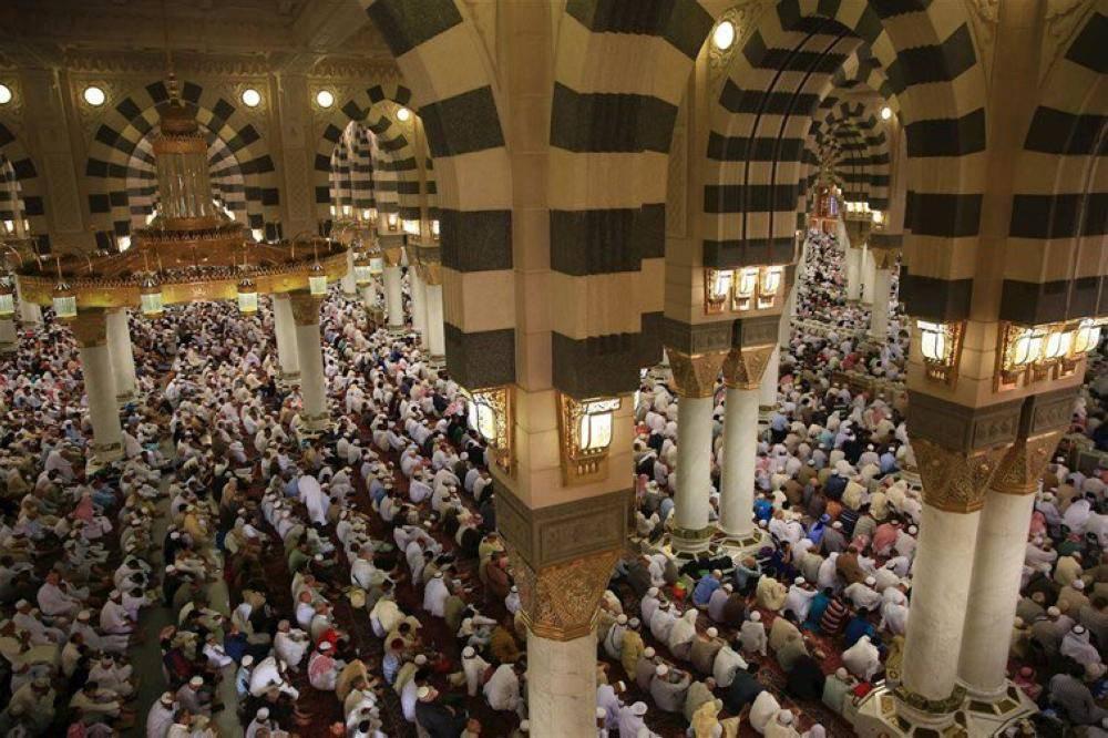 الحذيفي يوصي المسلمين بالمسارعة إلى الخيرات ومجانبة المحرمات