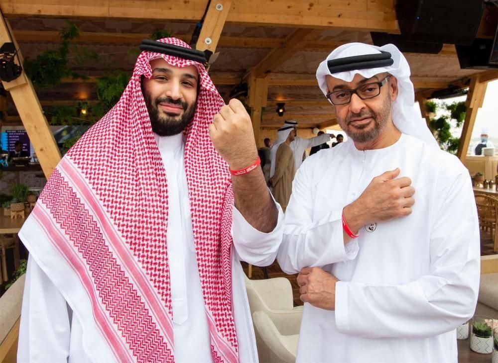 تعرف على سر «الإسورة الحمراء» في يد الأمير محمد بن سلمان والشيخ محمد بن زايد